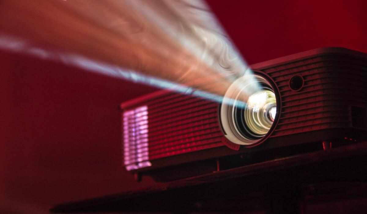 Los 5 mejores proyectores baratos calidad precio: pros, contras y opiniones